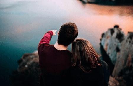 Puisi Tentang Cinta Segitiga yang Sangat Menyakitkan Dan Membuat Hati Terbagi Dua
