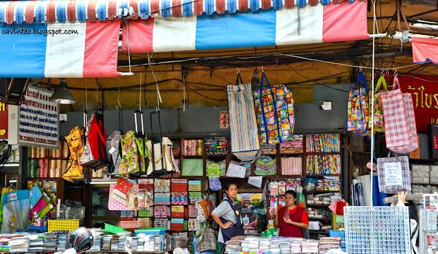 Entree kibbles sampeng lane wholesale market bangkok - Plastics blanes ...