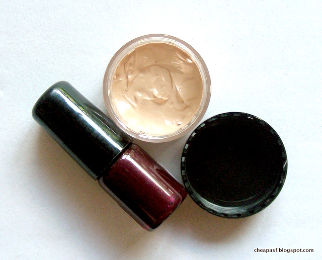 Kevyn Aucoin Sensual Skin Enhancer, Chanel Le Vernis in Vamp