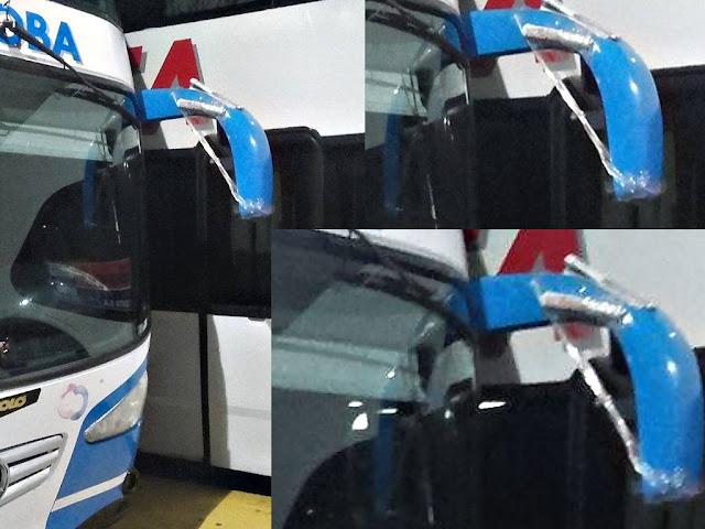 Un Coata salía a la ruta con su espejo retrovisor pegado con cinta y diario