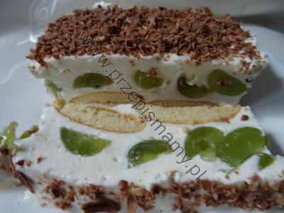 Ciasto bez pieczenia z winogronem
