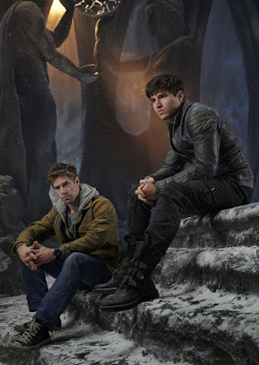 Cameron Cuffe and Shaun Sipos in Krypton