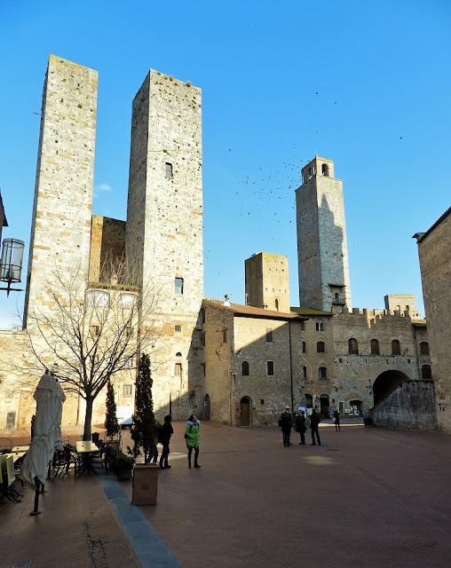 piazza delle Erbe San Gimignano
