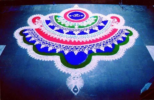 Latest Rangoli Design 2016 with Flowers