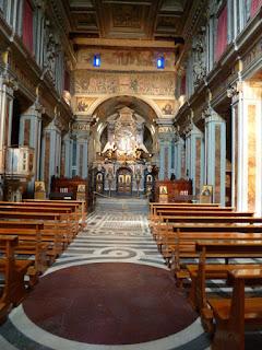 Interior da igreja da Abadia de Grottaferrata, arredores de ROma