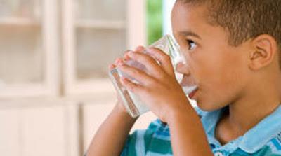 Niños hidratados