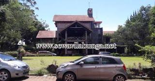 villa kayu lembang bandung ada halaman untuk rombongan