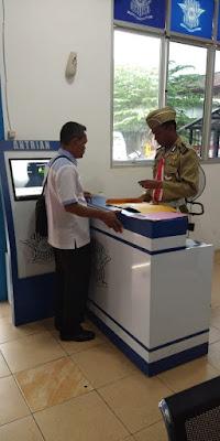 Bagi - Bagi SIM Gratis di Sat Lantas Muba, Petugas Gunakan Seragam Pejuang