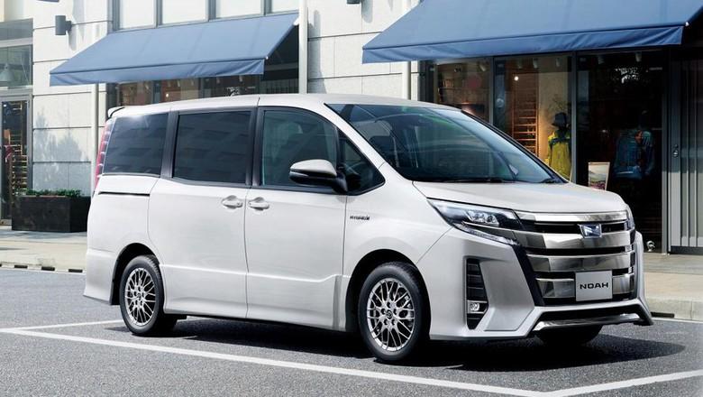 3 Minivan Baru Toyota (Noah, Esquire dan Voxy)