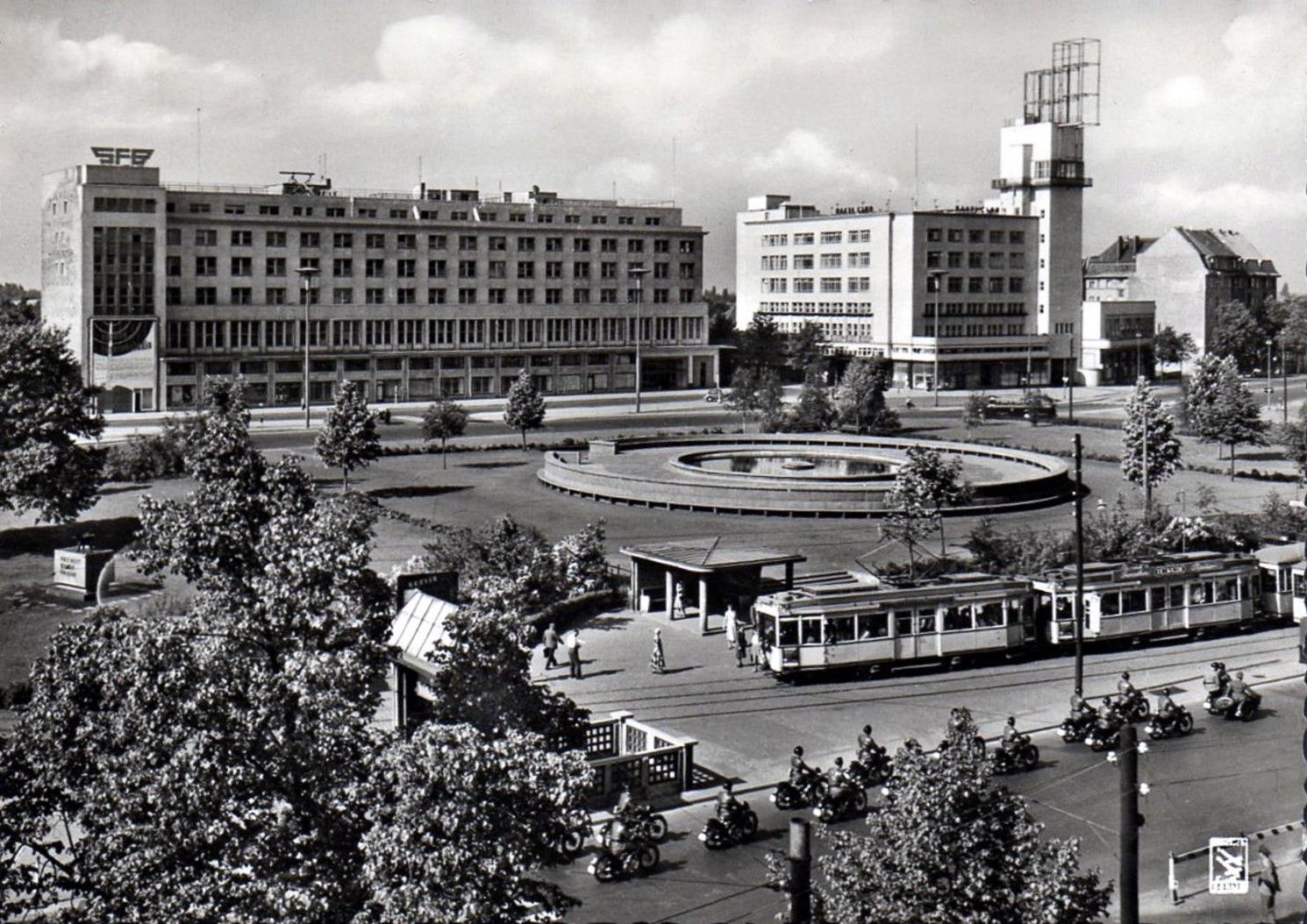 transpress nz tram in reichskanzlerplatz berlin 1920s. Black Bedroom Furniture Sets. Home Design Ideas