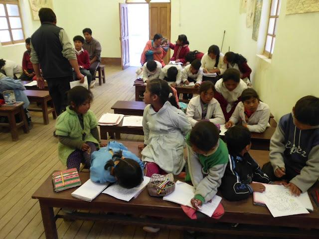 Die Grundschüler dürfen die biblischen Szenen dann anmalen
