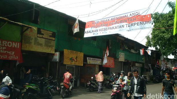 Bendera Partai Gerindra Dan Sepanduk Terpasang di Lokasi Penertiban Rawajati