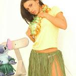 Andrea Rincon, Selena Spice Galeria 13: Hawaiana Camiseta Amarilla Foto 30