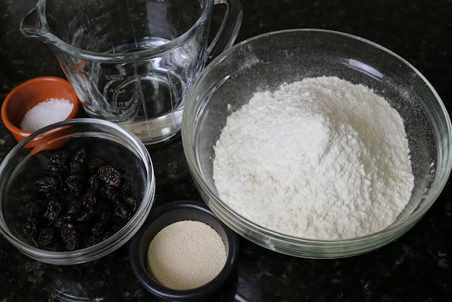 Ingredientes para pan con pasas