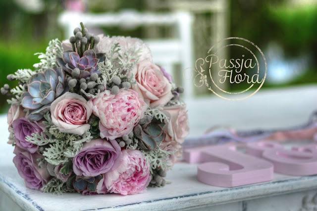 Bukiet ślubny z sukulentami i różami