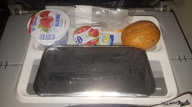 LH500, avião Boeing747-800, Lufthansa, café da manhã