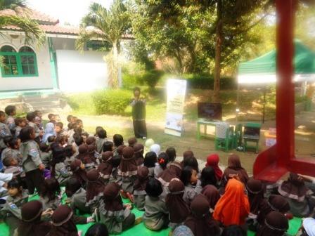 Tim Moju Ajari Anak-anak TK Al-Muhajirin Berbuat Jujur Melalui Dongeng
