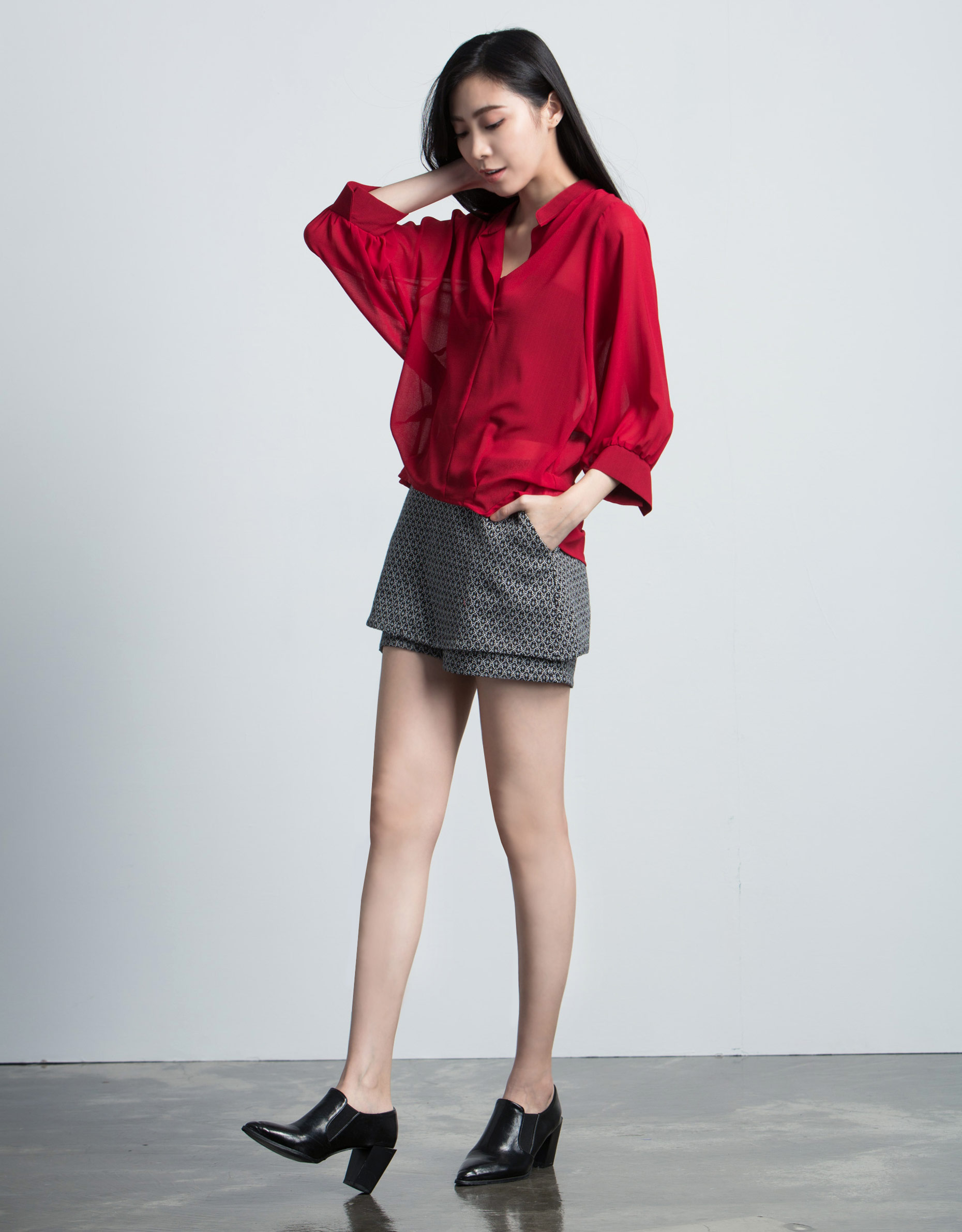 原來生活是這樣: 吳佩嘉 018 透膚蝴蝶袖襯衫 深紅S
