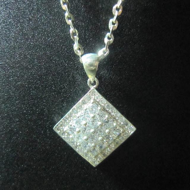 www.trangsuc.top - Mặt dây chuyền hình Phật Quan Âm M011  - Giá: 185,000 VNĐ - Liên hệ mua hàng: 0906846366(Mr.Giang)