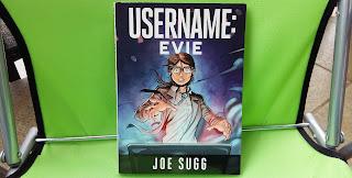 """Przypomniałam sobie komiksowe dzieciństwo, czyli recenzja """"Username: Evie"""" Joe Sugga."""