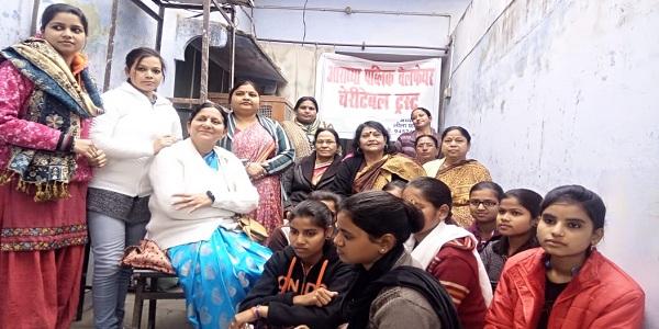 Aaradhya-public-velfare-charitable-trust-dwara-naari-shashktikaran-beauty-parlour-ki-nishulk-shiksha-hui-shuru