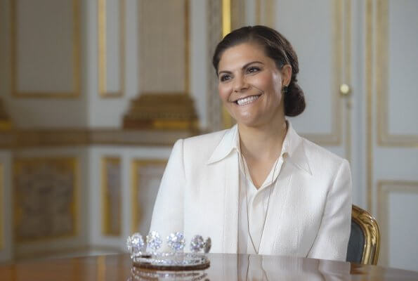 Queen Silvia, Crown Princess Victoria and Princess Christina took part in a 2 episode documentary about the Bernadotte jewels
