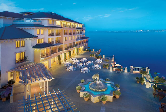 Discover European elegance at Monterey Plaza Hotel & Spa located in California overlooking Monterey Bay. This hotel is the highest rated in Cannery Row.