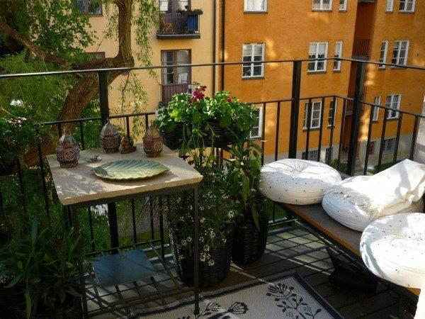 Aujourdhui vous allez voir nos idées pour aménager un petit balcon avec des meubles et plantes le petit balcon est un petit coin où vous allez passer
