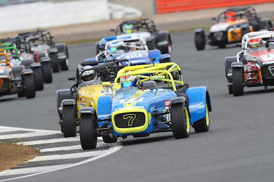 Daniel French leading the pack into Luffield Corner - 2019 Caterham 270R Motul Championship Race One