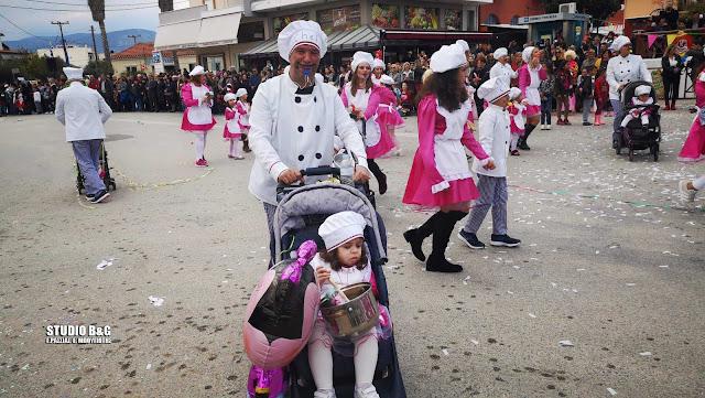 Ευρηματική και πολύχρωμη η καρναβαλική παρέλαση στη Νέα Κίο (βίντεο)