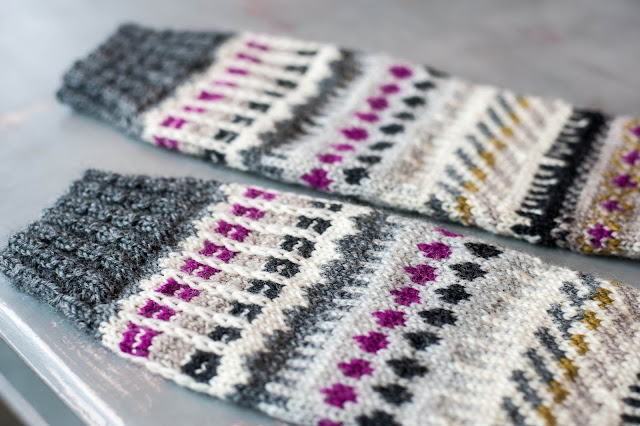 Mönstersticka sockor i flera färger.