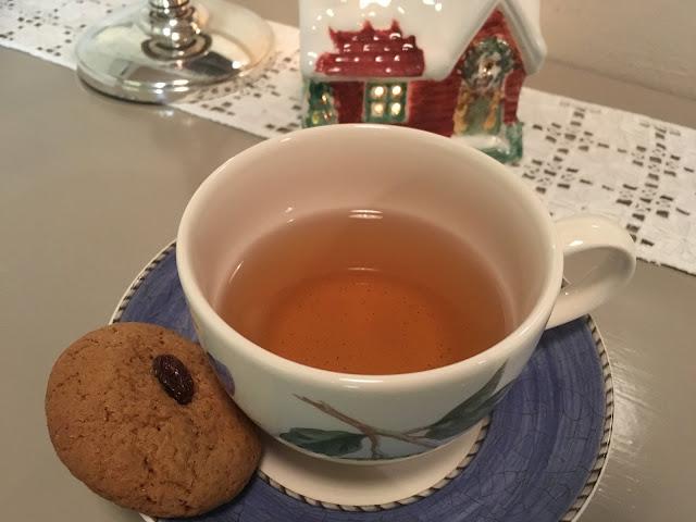 Smaksprøve på gammeldagse pepperkaker til julete. Foto