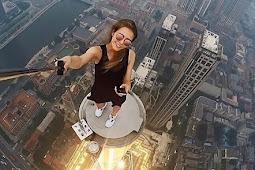 Aksi Selfie 'Gila' Gadis Cantik Asal Rusia
