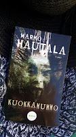 http://villasukkakirjahyllyssa.blogspot.com/2018/07/marko-hautala-kuokkamummo.html