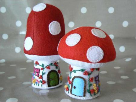 http://thelittlehousebythesea.wordpress.com/2008/11/03/toadstool-cottage-and-mushroom-house-%E2%80%93-free-pattern-and-tutorial/