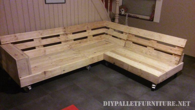 Interesante sof construido con palets - Sofa de palets ...