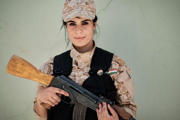 Empat Tentara Wanita Cantik Yang Tak Gentar Melawan ISIS di Medan Perang