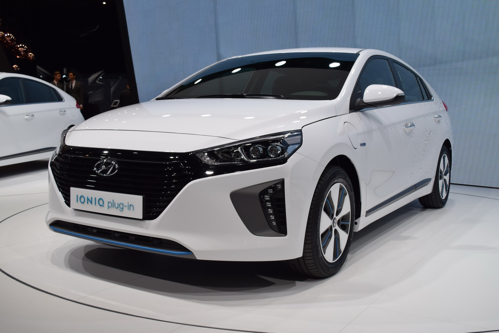 hyundai showcases all three ioniq models in geneva carscoops. Black Bedroom Furniture Sets. Home Design Ideas