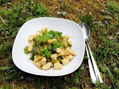 Grünes Curry mit Hähnchen und Gemüse