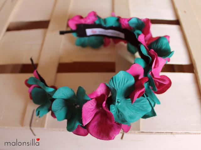 Semi corona flores en verde botella y rosa buganvilla