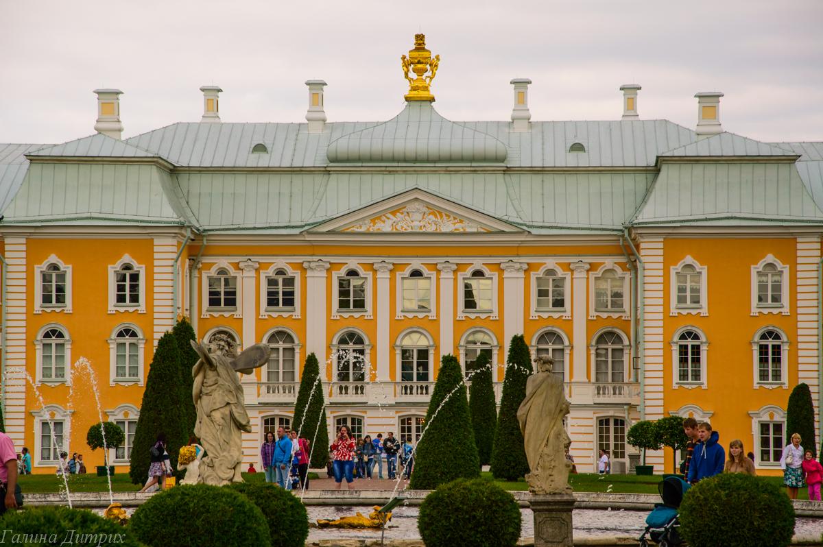 Большой Петергофский дворец вид из Верхнего сада фото