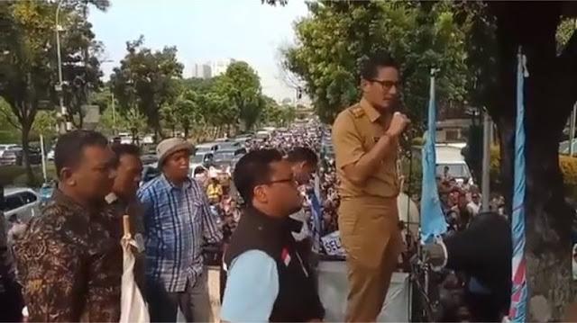 VIDEO: Gaya Adem Sandi Hadapi Demo Buruh di Depan Balai Kota, Buruh pun Beri Applause Meriah