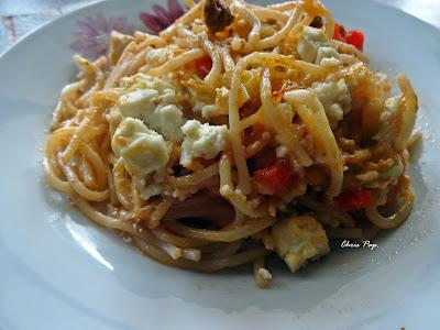 Πιάτο με μακαρονια κιμα και τυρί μια εκδοχή διαφορετικη του γνωστου πιάτου μακαρόνια με κιμά,γινεται στο φουρνο