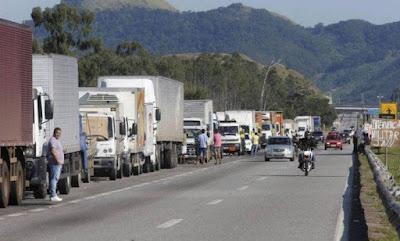 Senado aprova tabela do frete com anistia a caminhoneiros