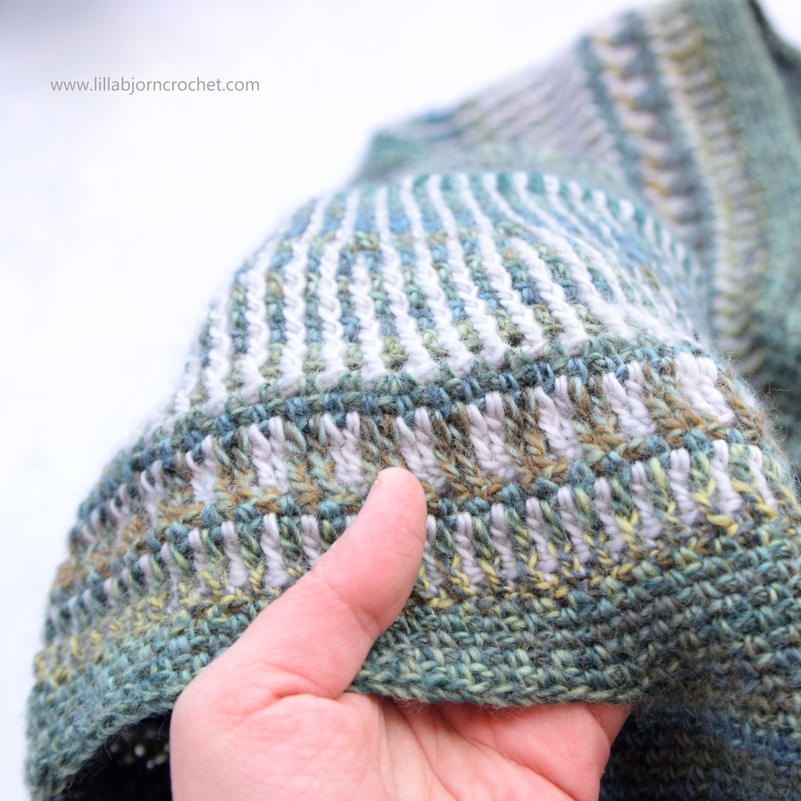 Schemes and description of knitting colors of the original and unusual shape with their own hands crocheted