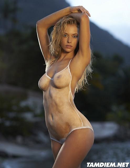 Hot girls Hannah Ferguson sexy body painting