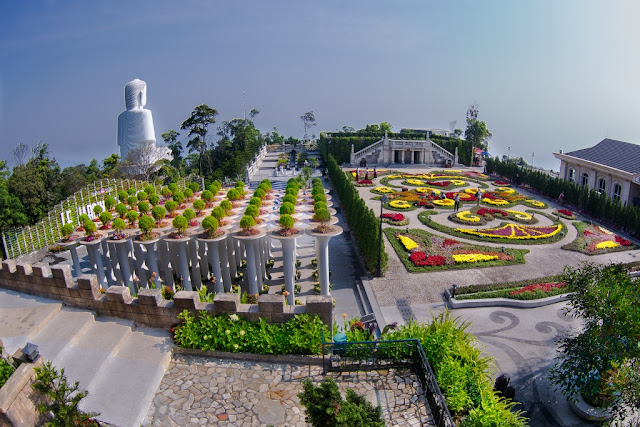 Những điều nên thử khi du lịch Đà Nẵng bằng xe máy Vuon_hoa_31_1024x683