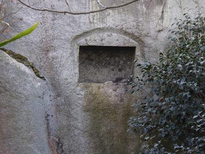 交野山 観音岩 四角い穴