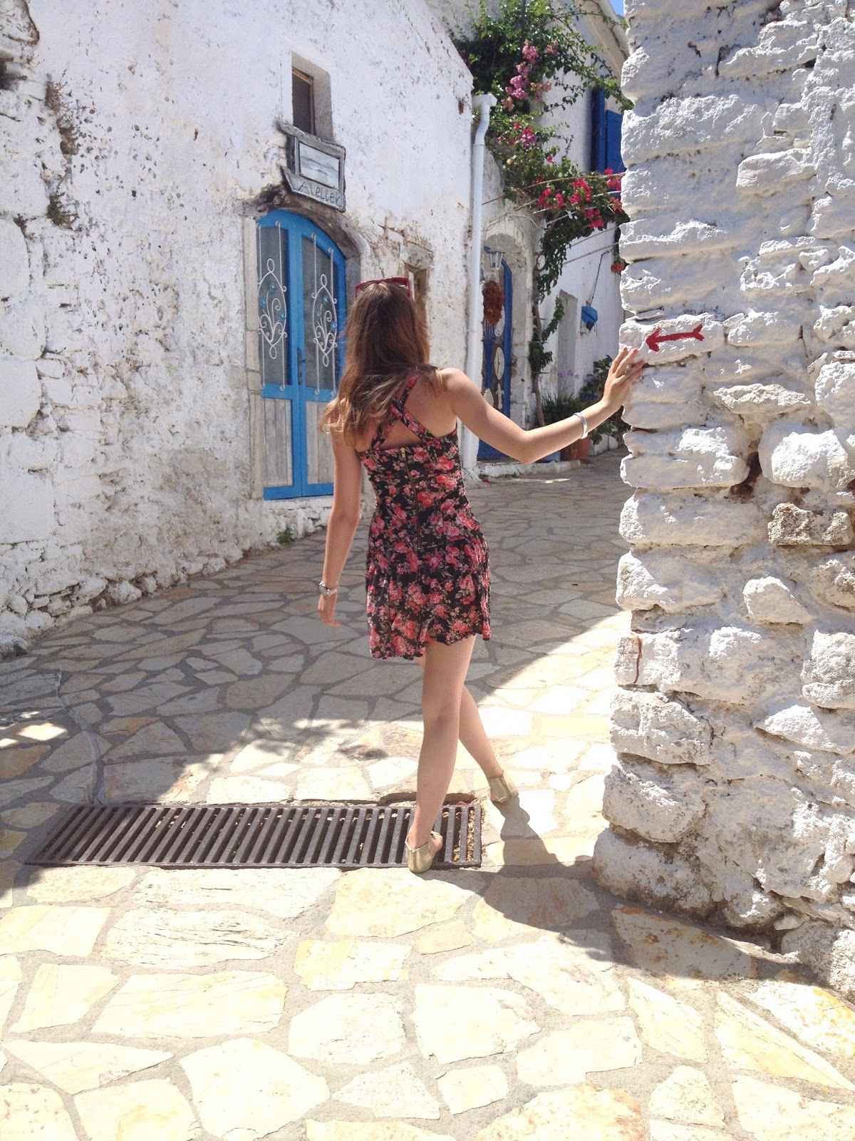 Travel Blogger Maggie May