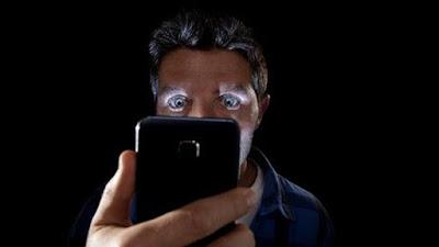 Bahaya Mengerikan Penggunaan Smartphone Bagi Mata